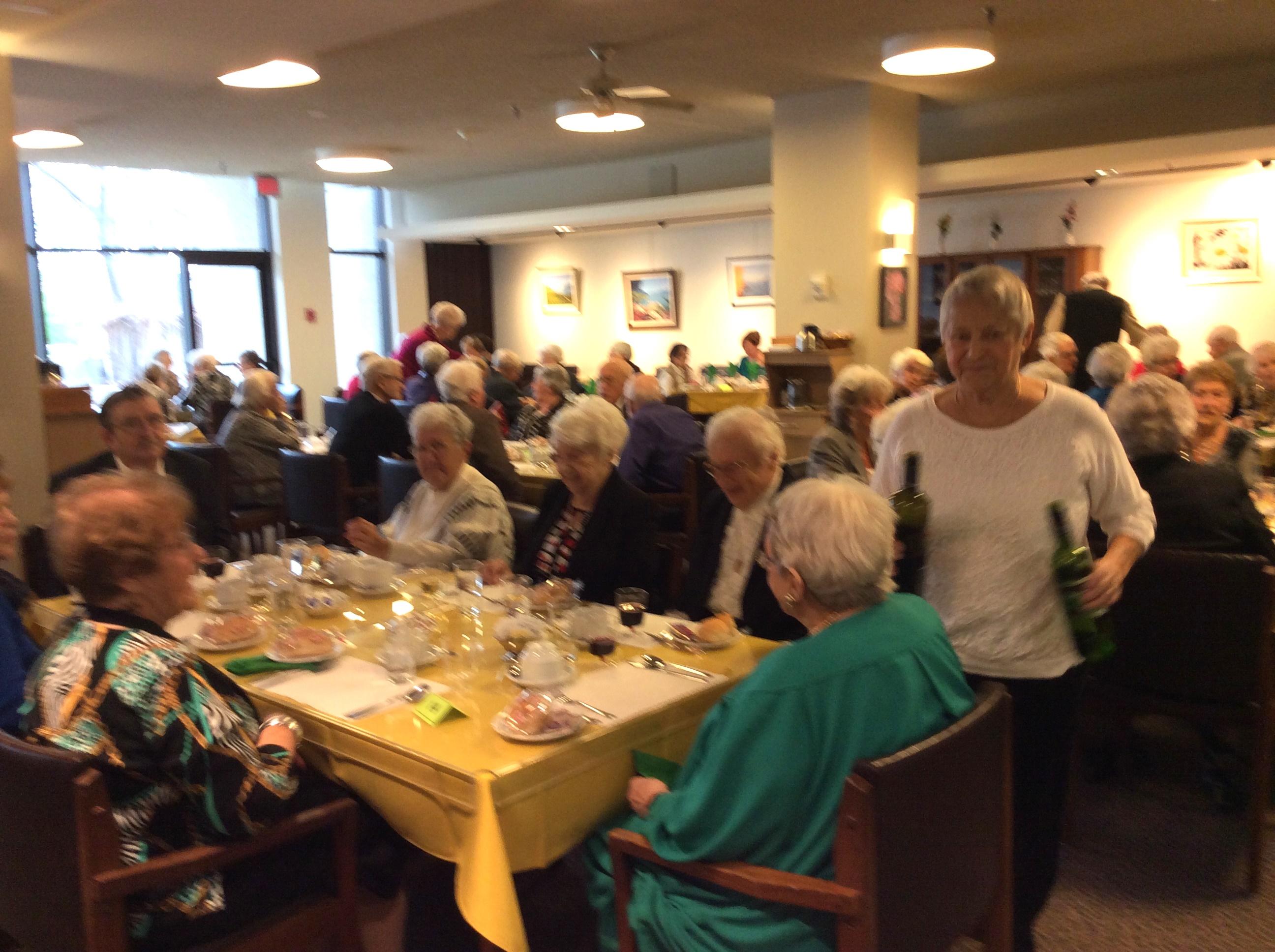 Repas de fête avec les résidents